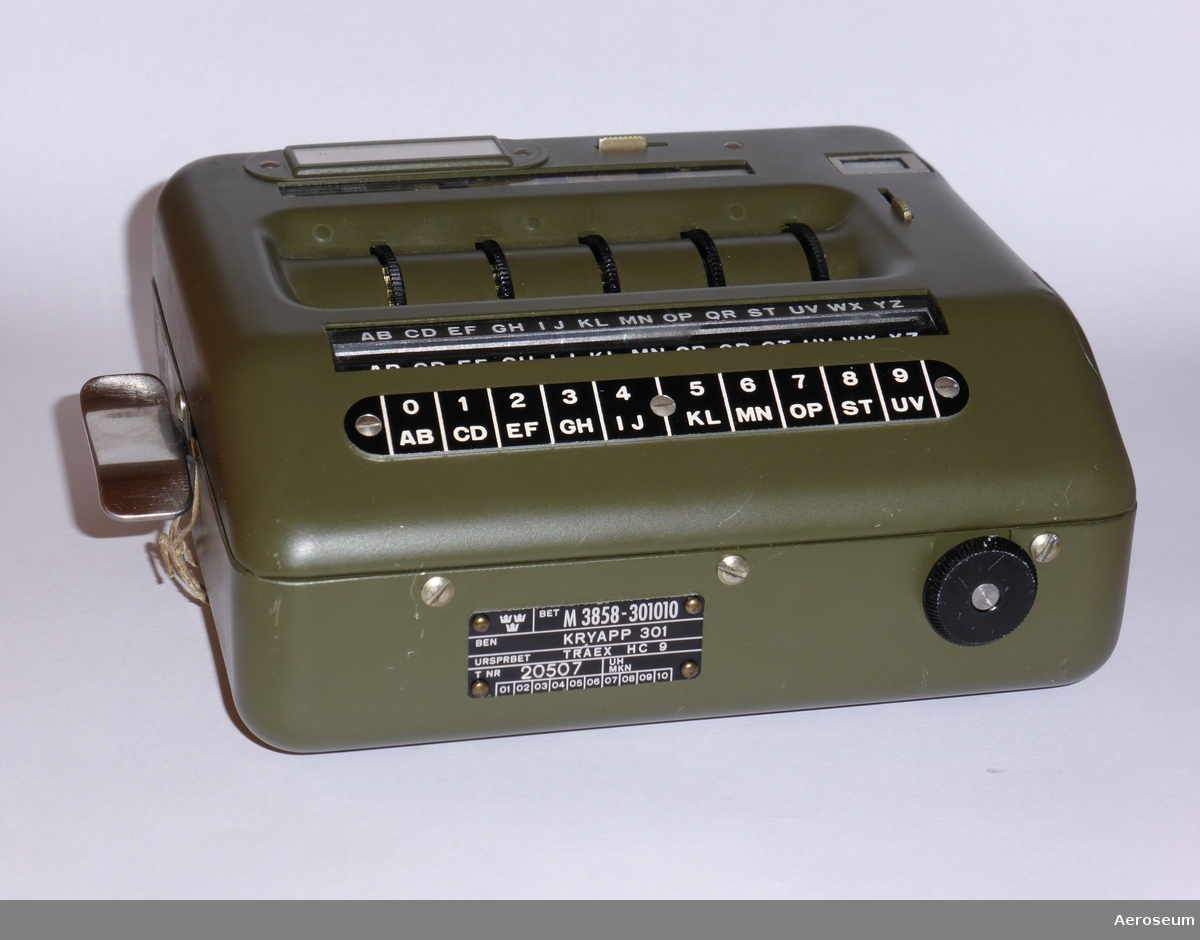 Encryption device for punch cards, CC BY-NC-SA Aeroseum
